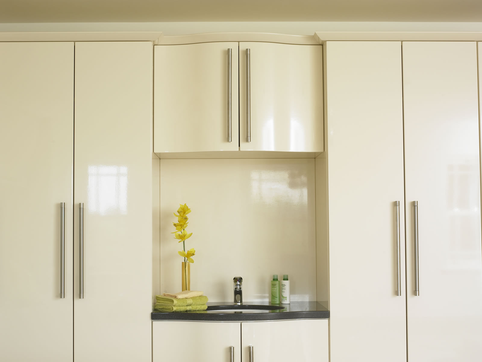 Cream gloss wardrobes excellent high gloss sliding for Cream kitchen carcasses